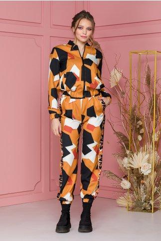 Costum sport orange cu imprimeu abstract