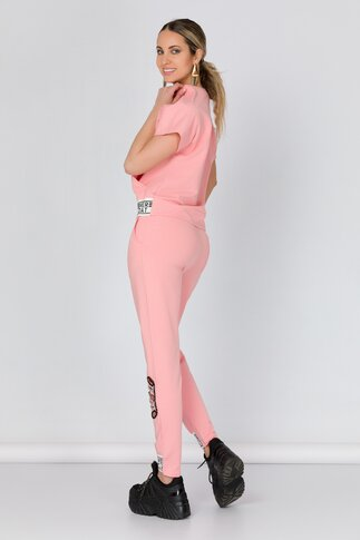 Costum sport roz cu strasuri si decupaje