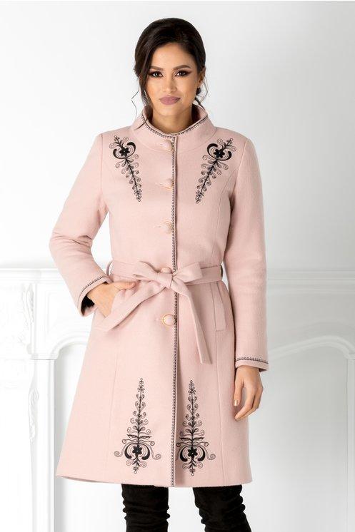 Palton Emy roz cu broderie neagra si cordon in talie