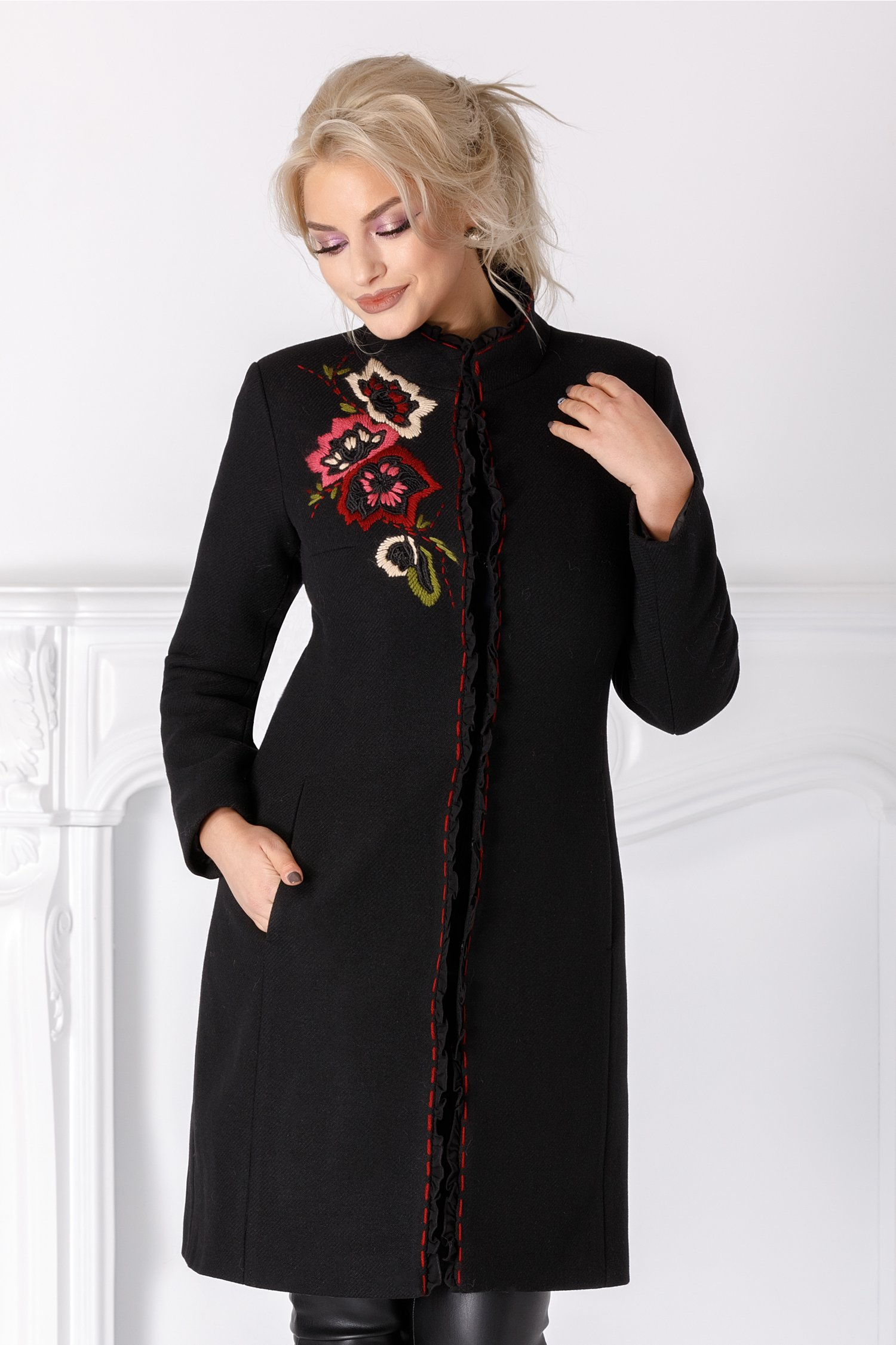 Palton LaDonna negru cu volanase si broderie