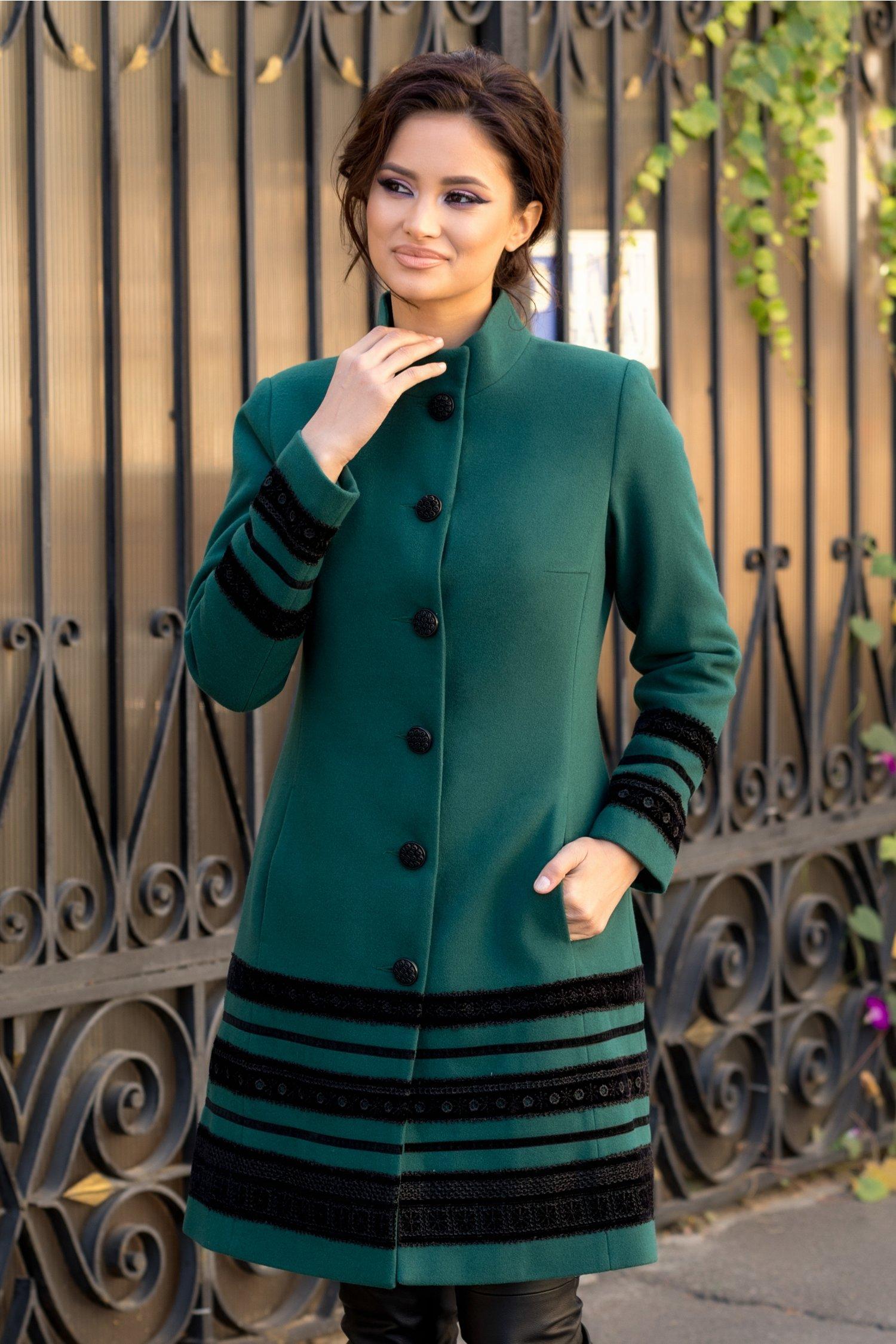 Palton LaDonna verde cu insertii deosebite din catifea brodata