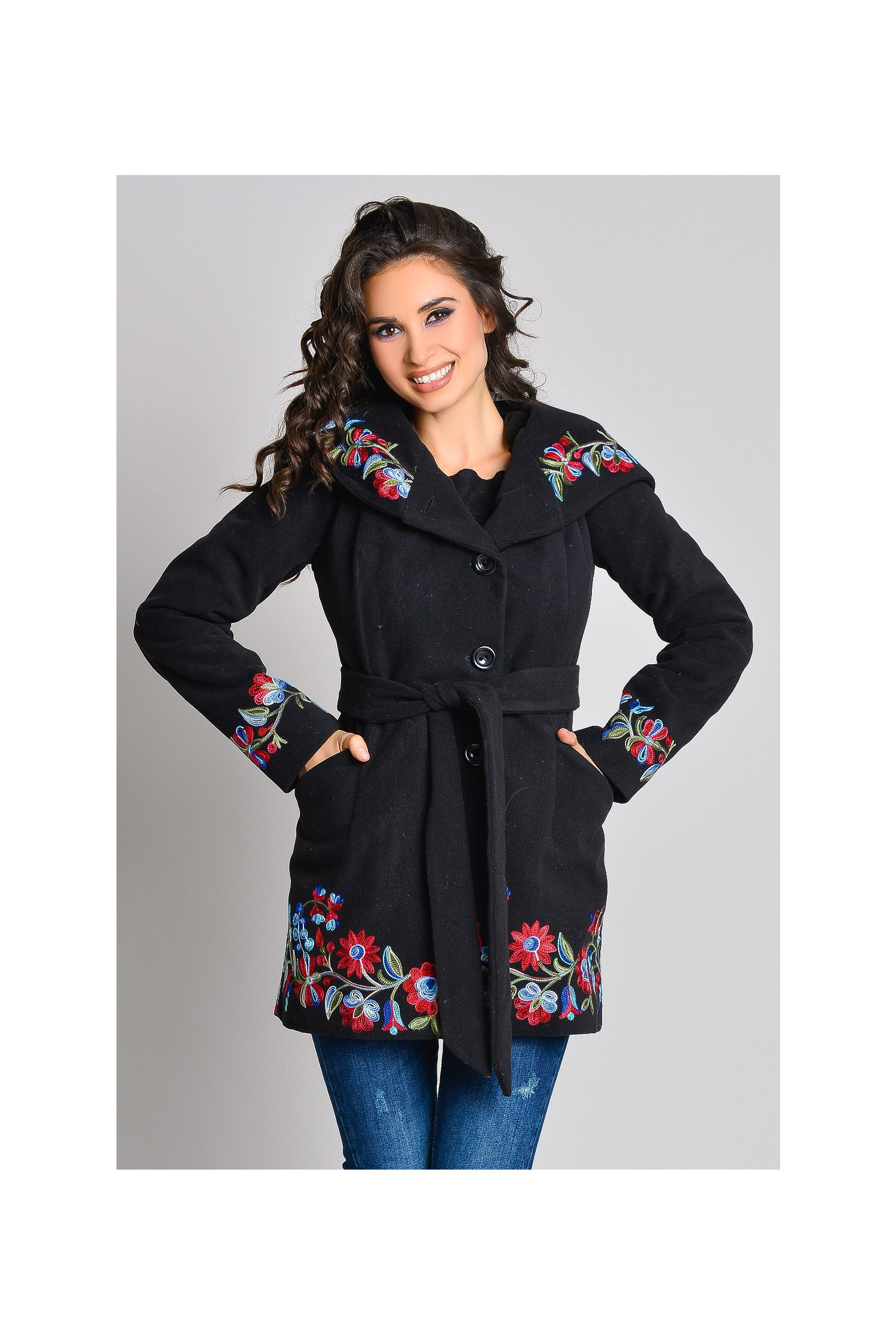 Palton negru elegant cu broderie florala
