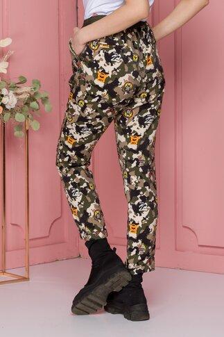 Pantaloni Army kaki cu imprimeu tip insigna