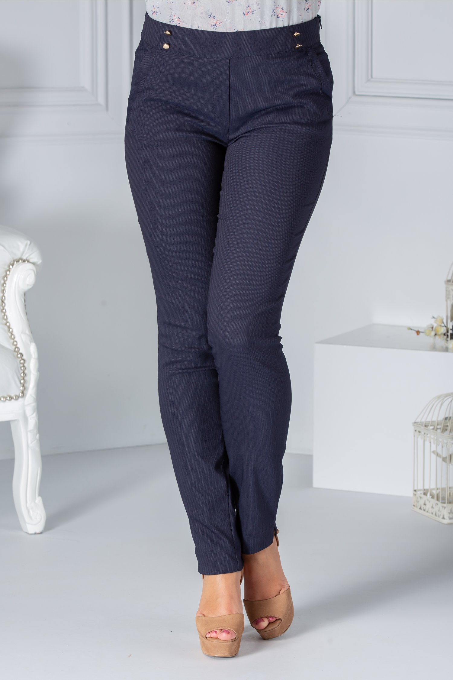 Pantaloni Fofy bleumarin cu nasturi decorativi in talie