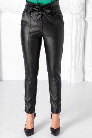 Pantaloni din piele ecologica cu cordon in talie