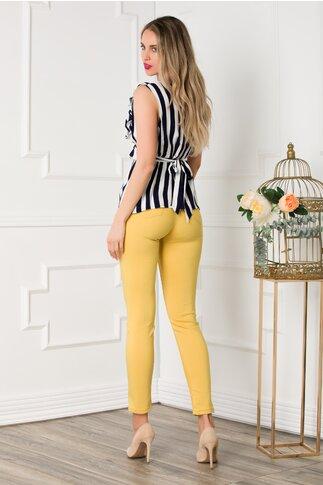 Pantaloni galbeni mulati cu buzunare functionale fata spate