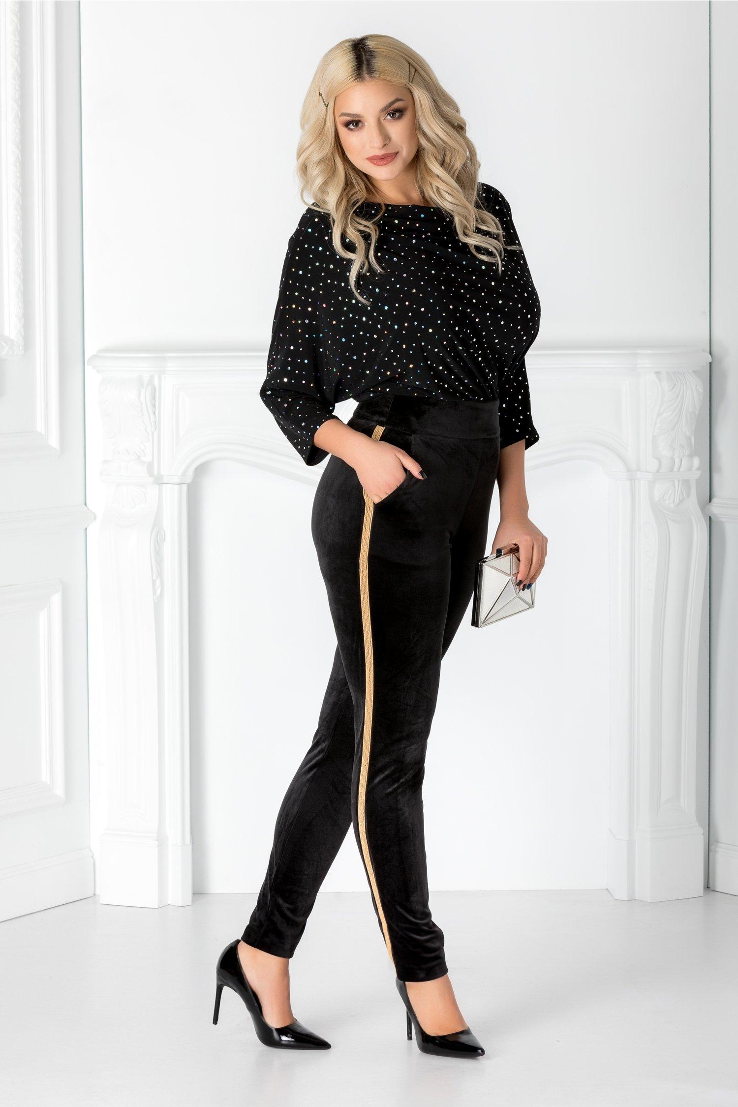 Pantaloni Lera negri din catifea cu detalii aurii