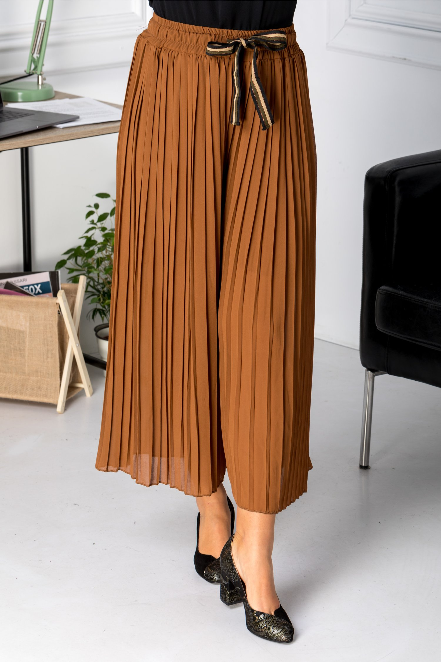 Pantaloni Mella maro creponati
