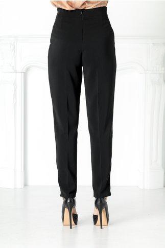 Pantaloni negri cu pliuri in talie si aplicatie metalica