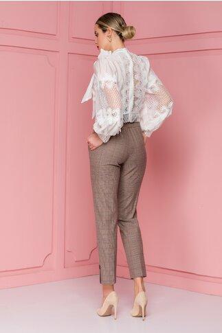 Pantaloni Nety maro cu carouri