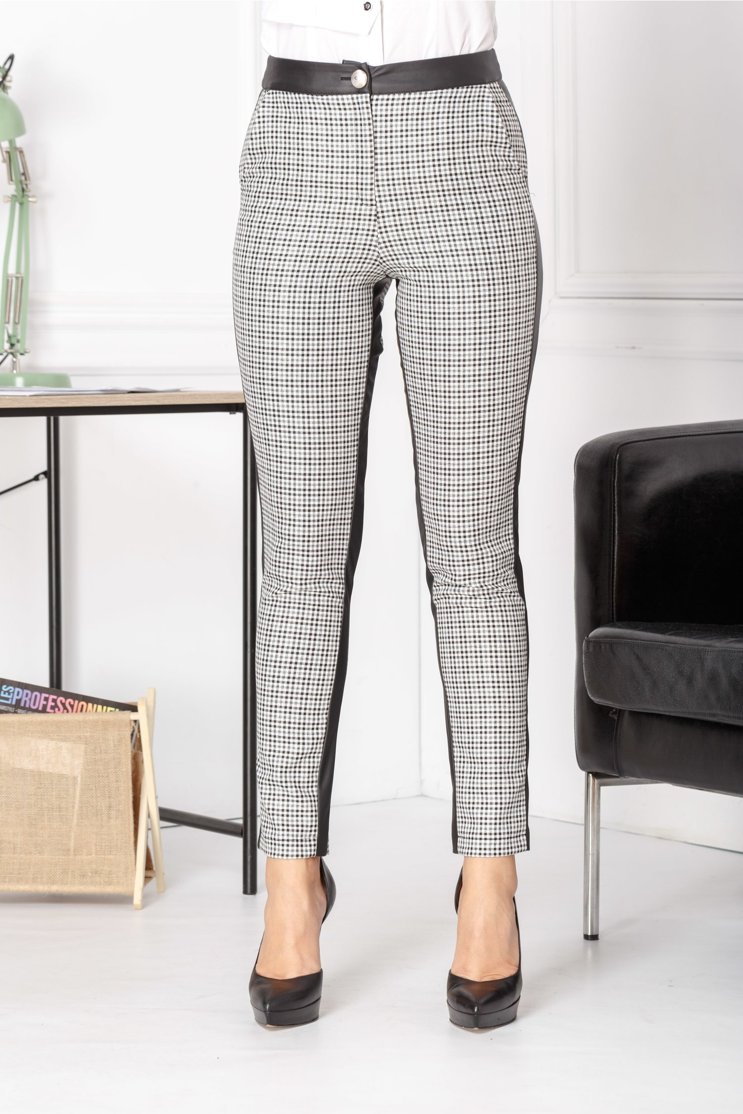 Pantaloni Pitty cu carouri si insertie din piele ecologica thumbnail