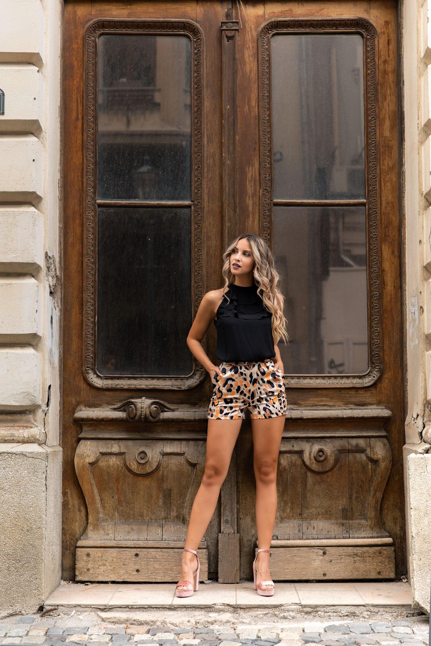 Pantaloni scurti LaDonna by Catalin Botezatu beige cu animal print