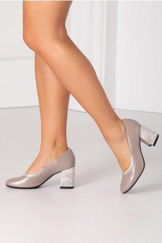 Pantof bej perlat cu imprimeu sidefat pe toc