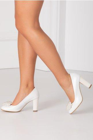 Pantofi alb perlat cu aplicatii din perlute la varf