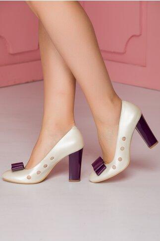 Pantofi alb sidefat cu perforatii si toc lucios