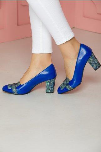 Pantofi albastri cu insertii multicolore pe varf si pe toc