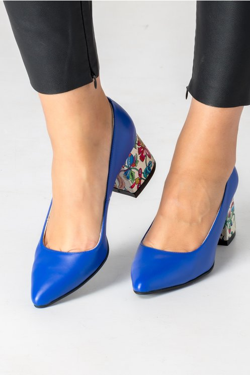 Pantofi albastri cu toc ivoire si imprimeu floral