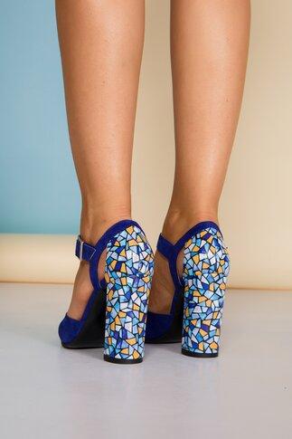Pantofi albastri din piele intoarsa cu imprimeu geometric pe toc