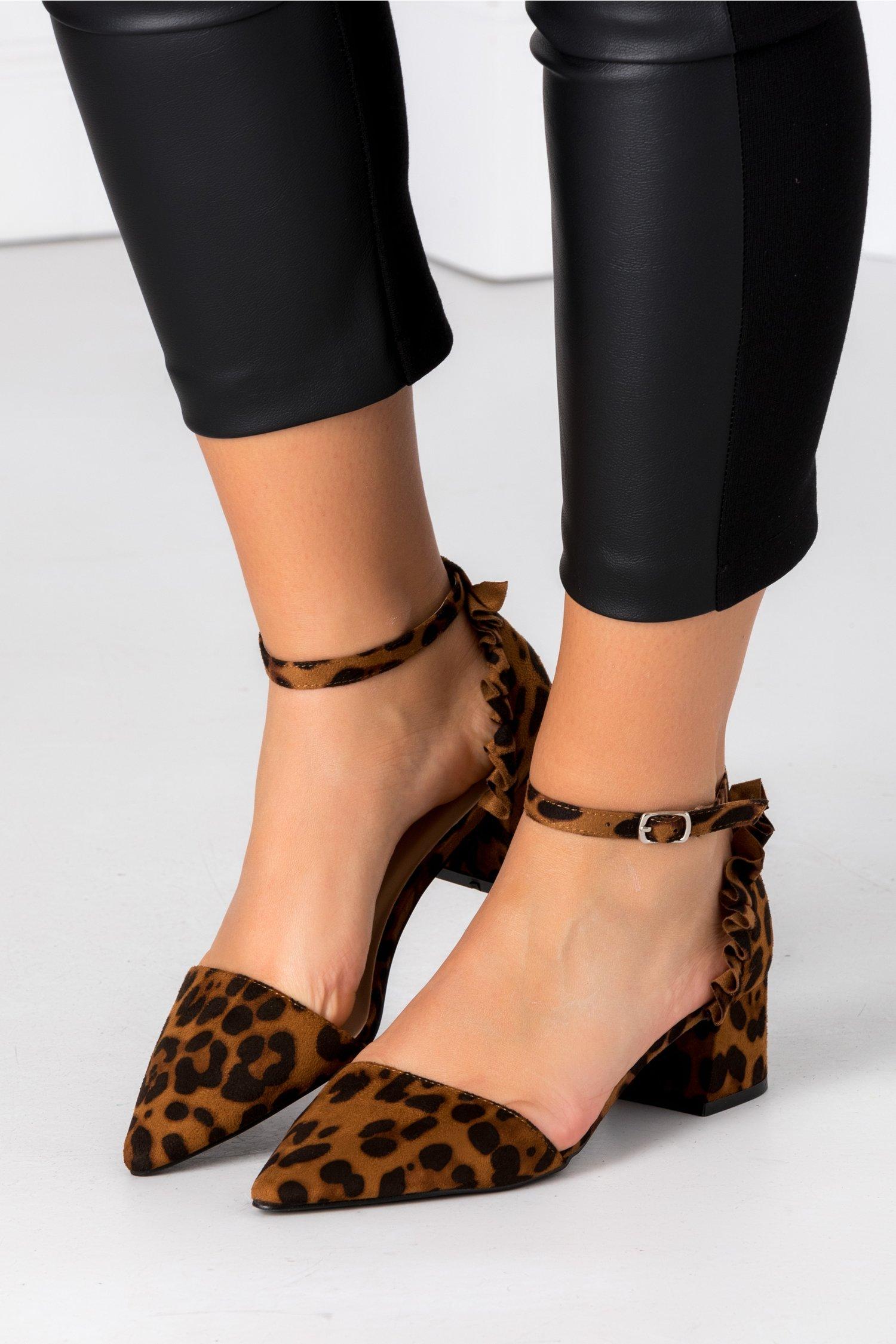 Pantofi Alegra maro animal print cu volanase la spate
