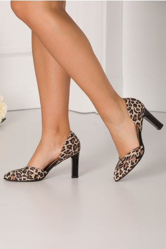 Pantofi animal print decupati in lateral