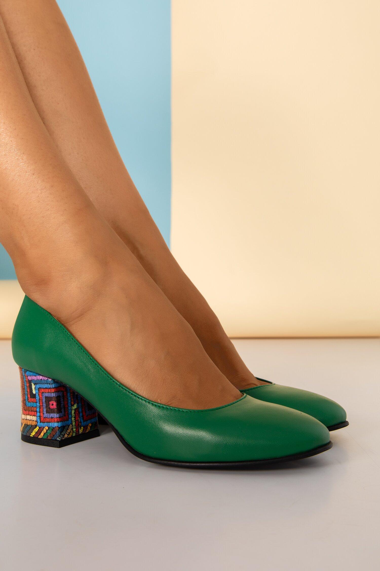 Pantofi Aron verzi office cu imprimeu in dungi pe toc