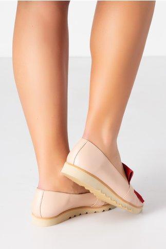 Pantofi bej cu talpa joasa si franjuri bordo