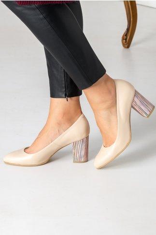 Pantofi bej cu toc gros si insertii colorate