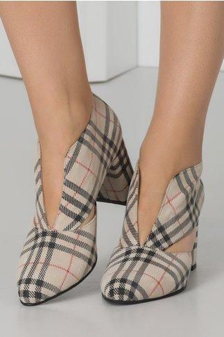 Pantofi bej din piele intoarsa cu carouri