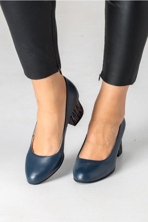 Pantofi bleumarin cu toc gros colorat