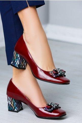 Pantofi bordo cu fundita pastelata si toc multicolor