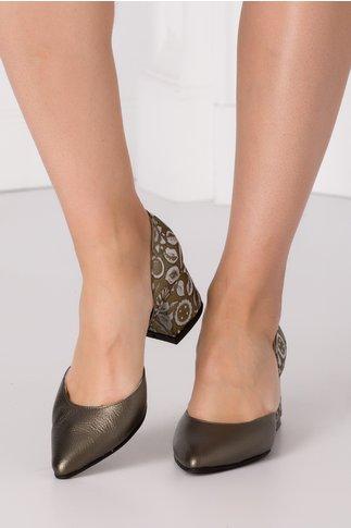 Pantofi broz decupati cu imprimeu floral la spate