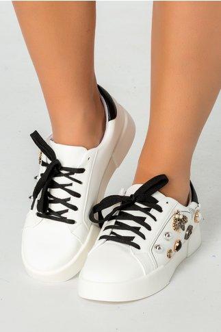 Pantofi casual albi cu siret negru si aplicatii metalice