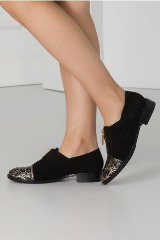 Pantofi casual negri din piele intoarsa cu imprimeuri in fata si fermoar