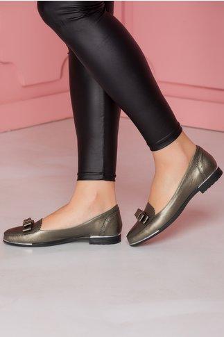 Pantofi cenusiu metalizat cu detalii metalizate la talpa