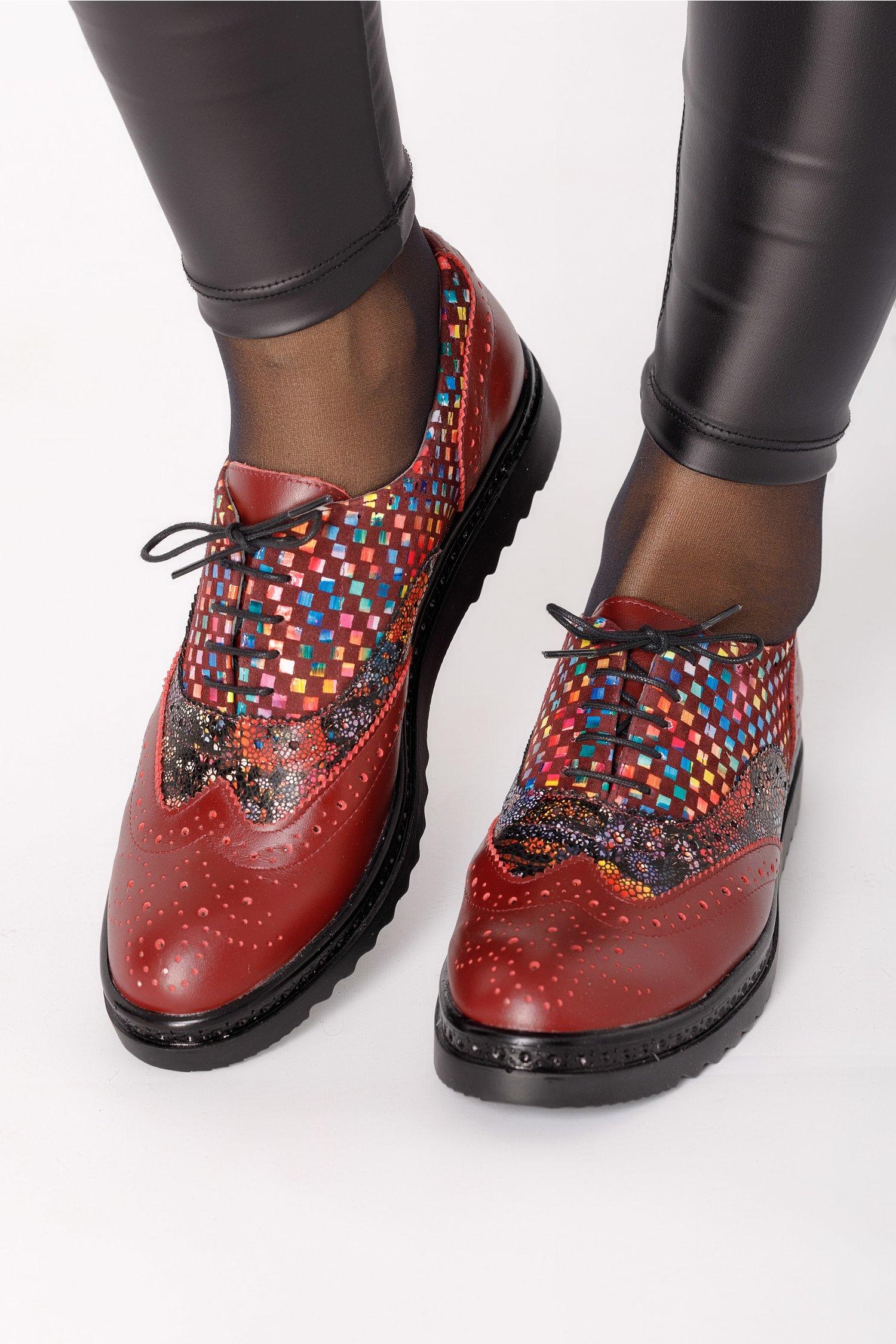 Pantofi Cezara bordo cu imprimeu multicolor