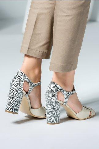 Pantofi crem eleganti cu decupaj si motive geometrice