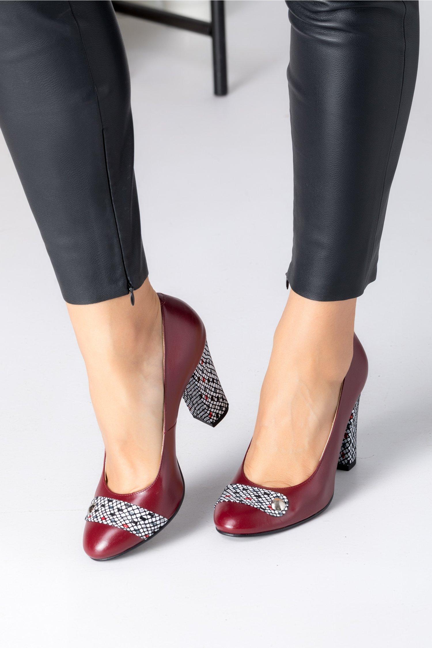 Pantofi dama bordo cu imprimeuri