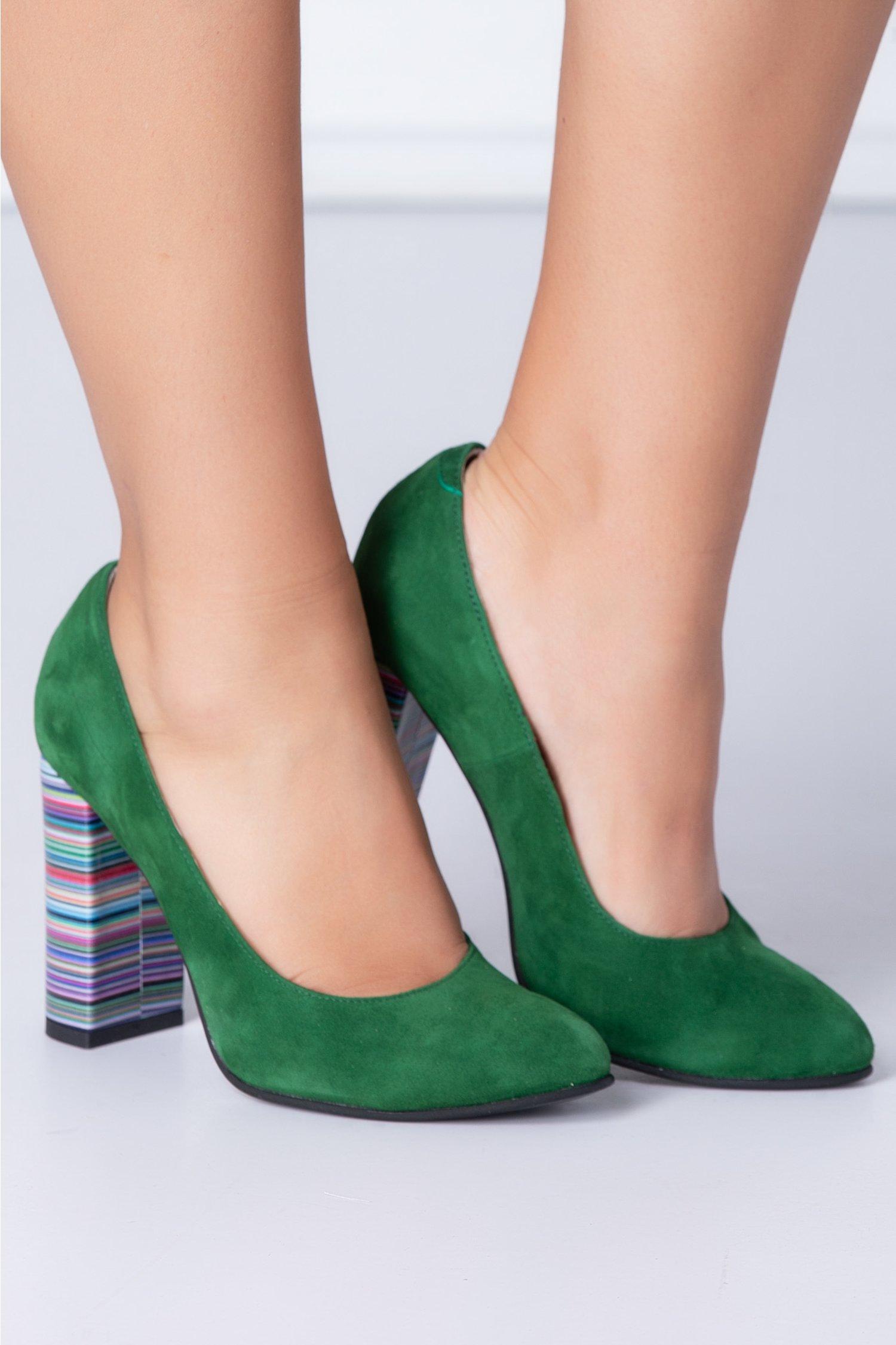 Pantofi dama din piele intoarsa verzi cu dungi coloratepe toc
