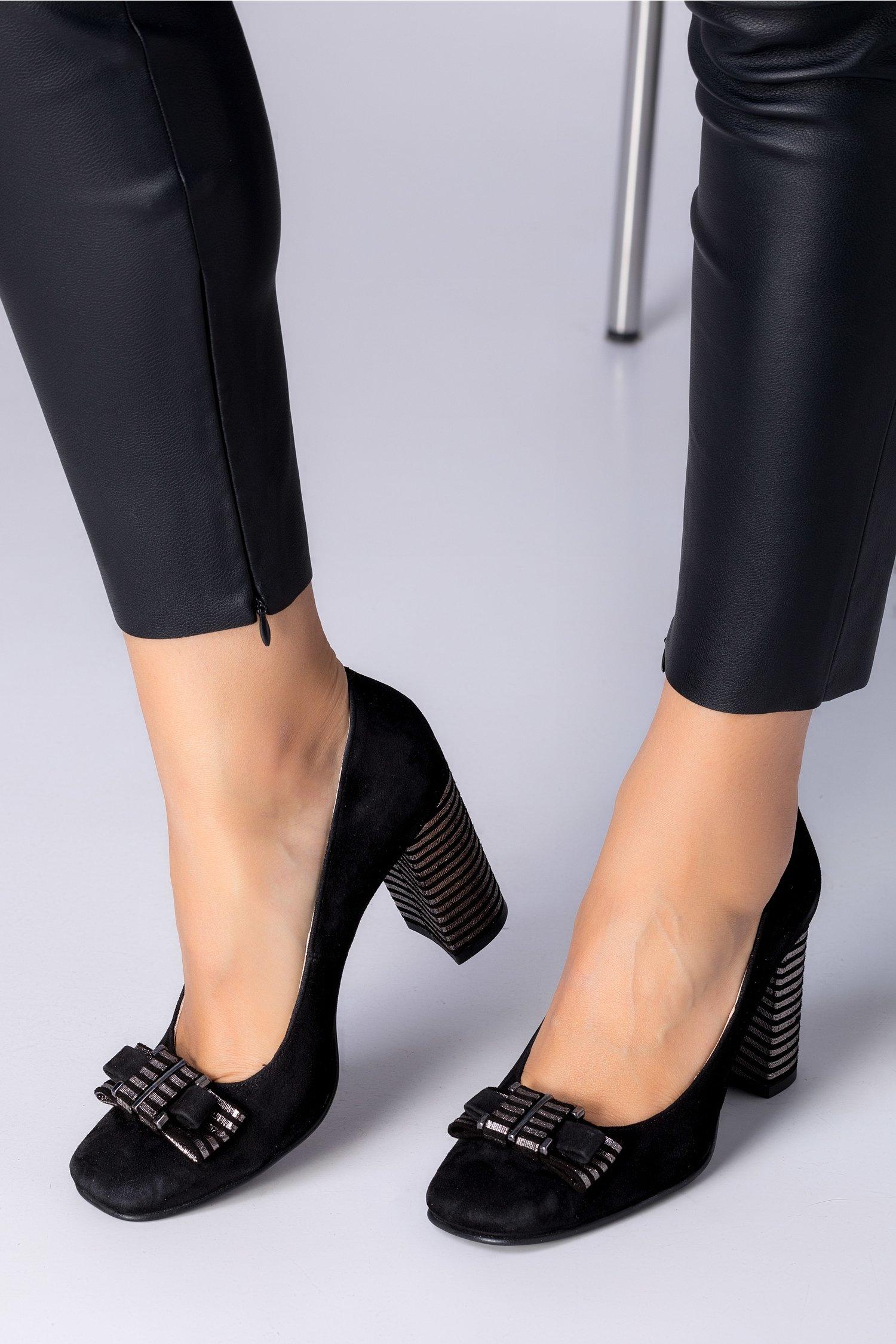 Pantofi dama negrii cu funda si toc cu dungi argintii