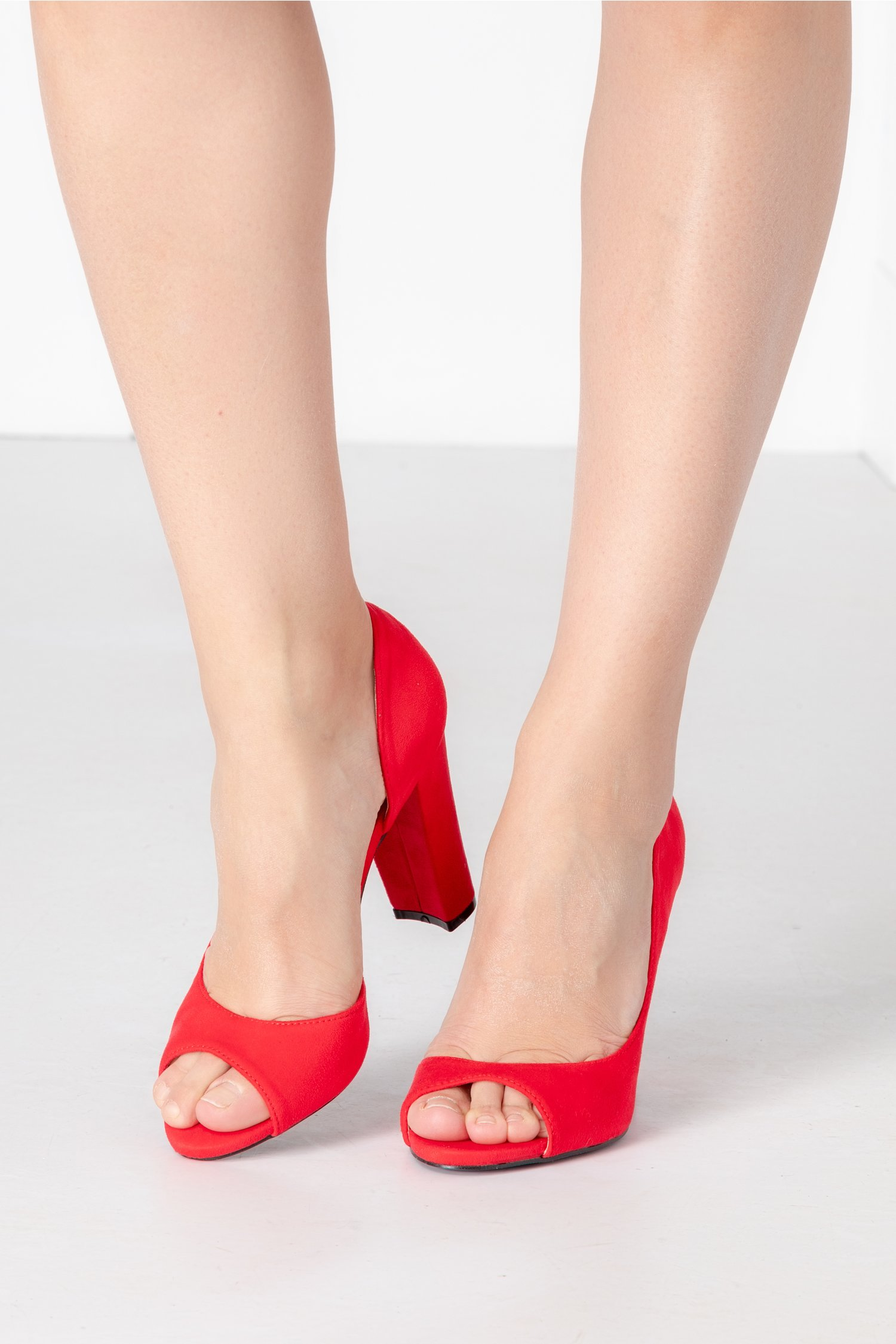 Pantofi dama rosii decupati
