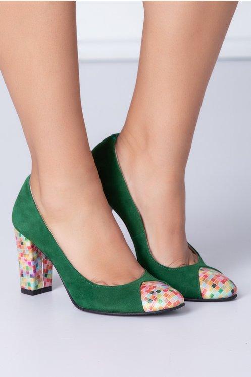 Pantofi dama verzi din piele intoarsa cu patratele colorate