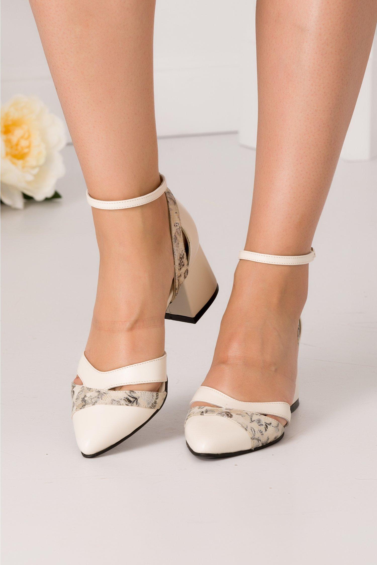 Pantofi decupati bej cu imprimeu floral