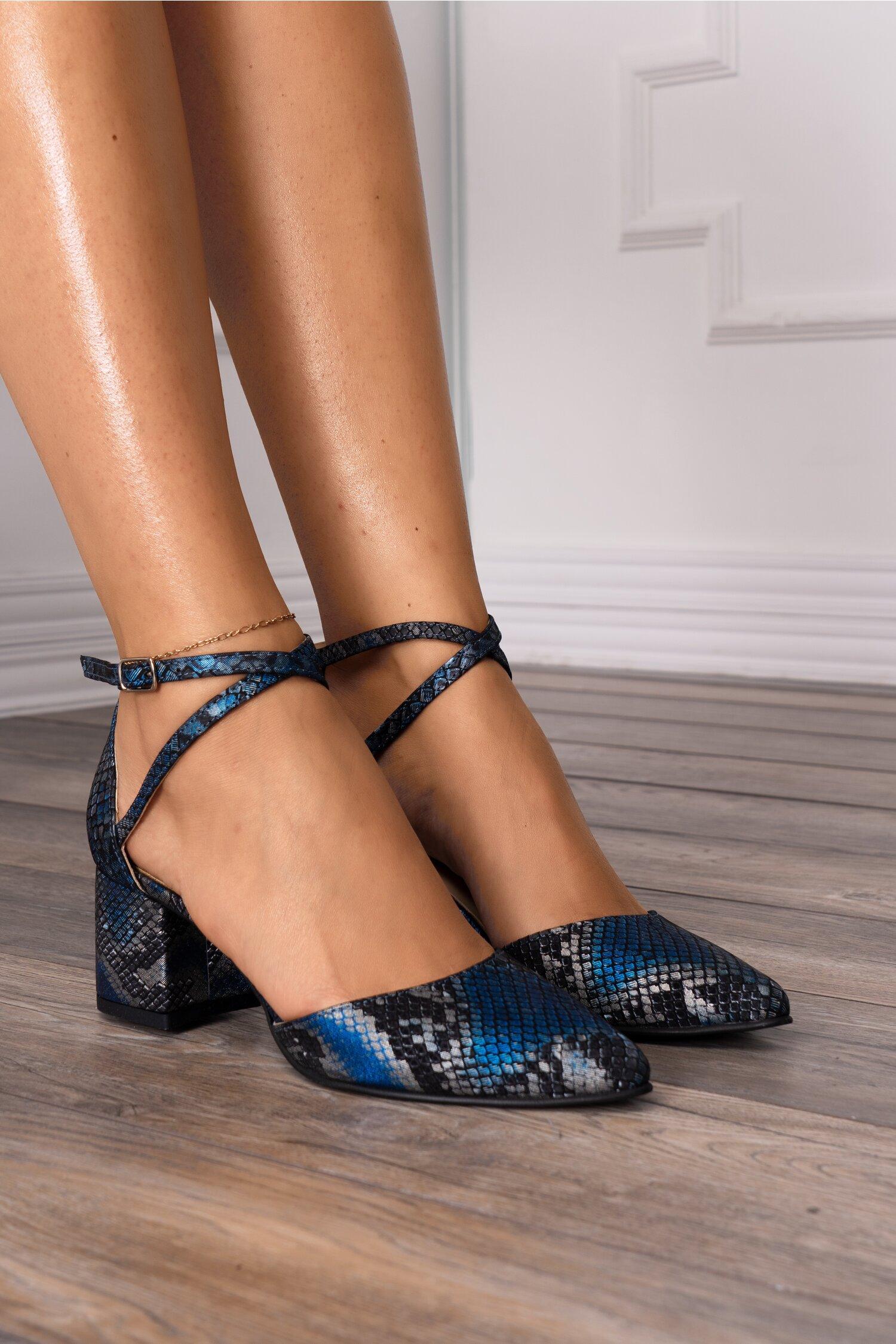 Pantofi decupati cu imprimeu snake albastru