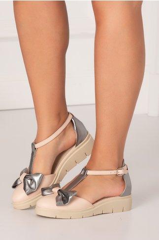 Pantofi decupati roz pal cu insertii argintiu metalizat si fundita maxi in partea din fata