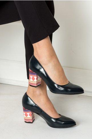 Pantofi Delia bleumarin cu toc imprimat office