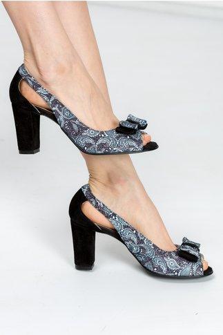 Pantofi Ester negri cu imprimeuri si decupaje