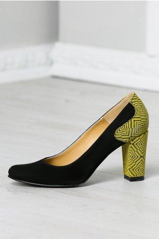 Pantofi Eva negri cu imprimeu mustariu