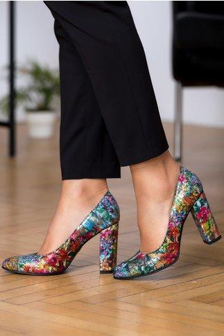 Pantofi Flamina aurii cu motive florale si insertii negre