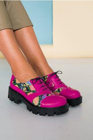 Pantofi fucsia cu talpa groasa si imprimeu multicolor