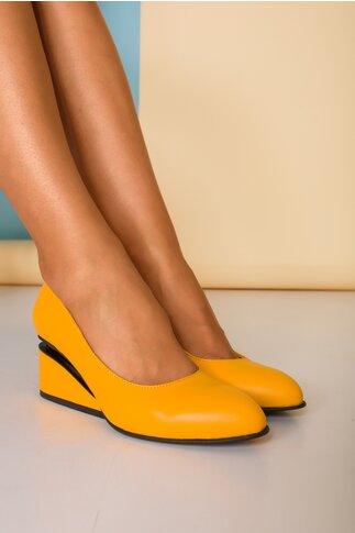 Pantofi galbeni  cu toc futurist din piele naturala